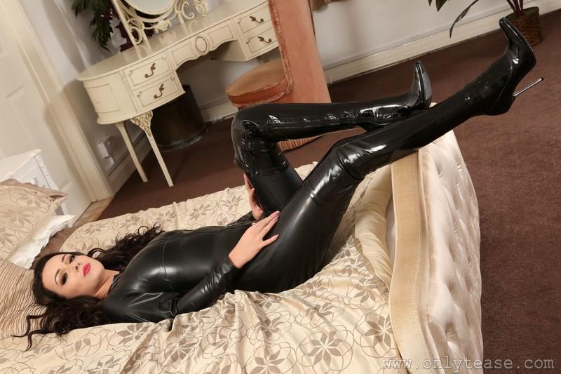dominatrix Lauren Louise in black rubber catsuit & boots