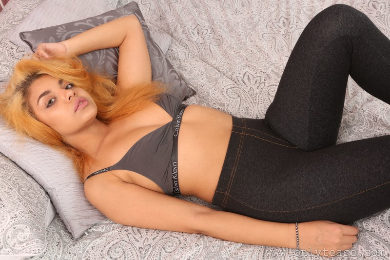 blonde model Lenny in tight sexy jeggings