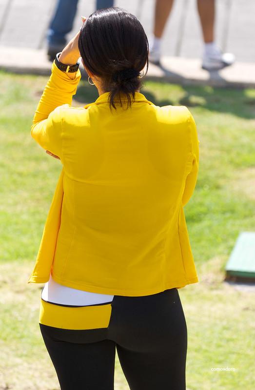 sporty latina babe in yogapants