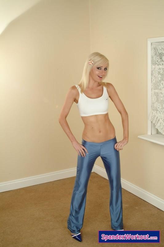 blonde model Charlotte in shiny yogapants
