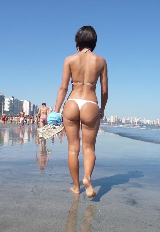 brunete milf beach creepshot gallery - 22 pics