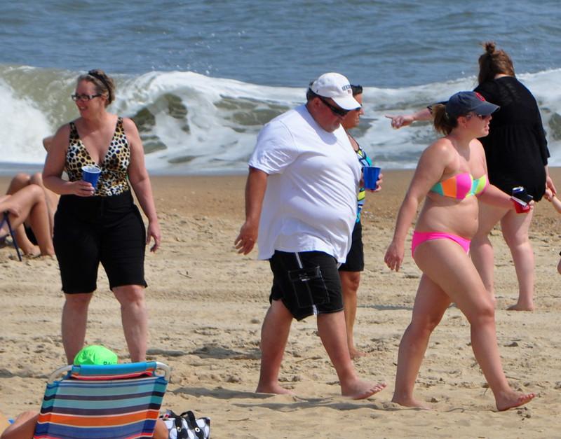 chubby milf in bright bikini