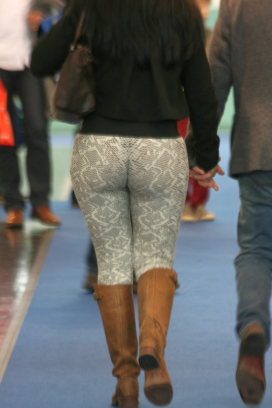 sweet milf booty in leggings & boots