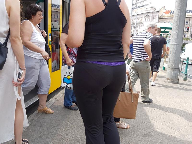 bus milf in yogapants
