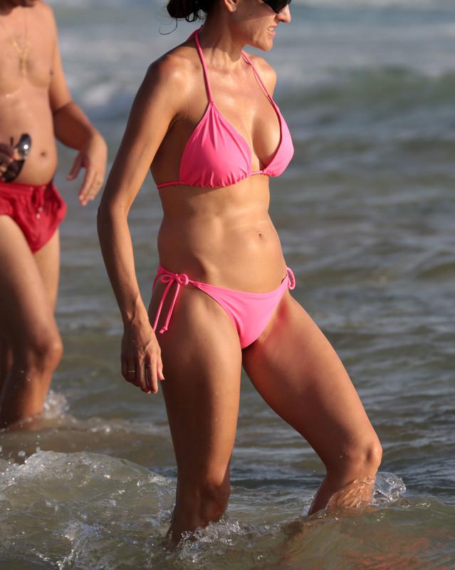 delicious milf in lovely pink bikini