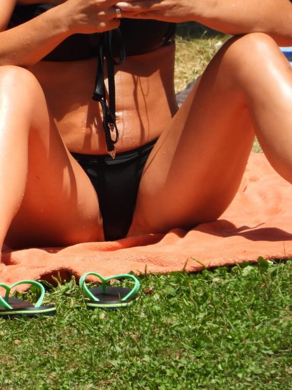 brunette lady in sexy black bikini