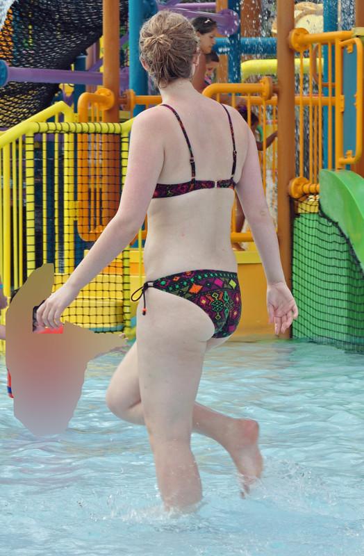 swimming pool milf hottie in wet bikini