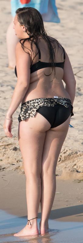 thick chubby milf in wet bikini