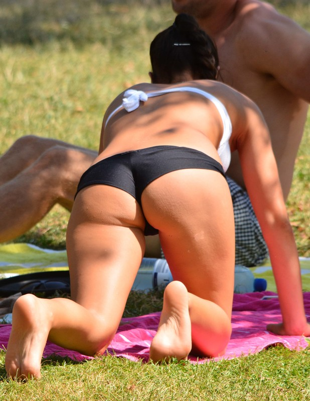 2 hot volleyball babes in bikinis