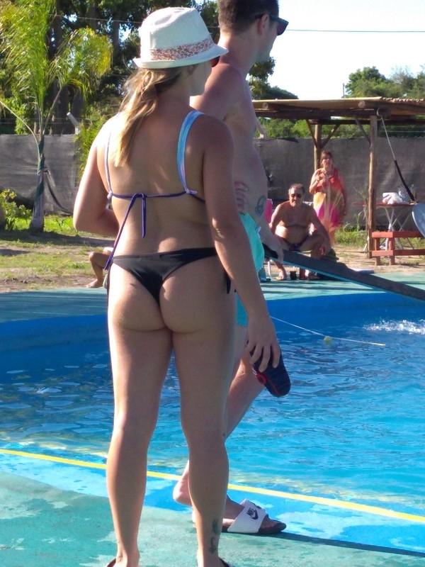 thick booty milf in hat & bikini