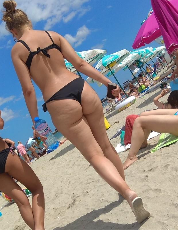 lovely booty in black bikini