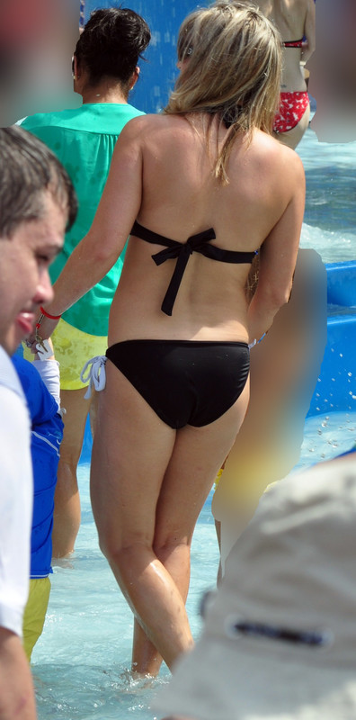hot milf in wondeful bikini