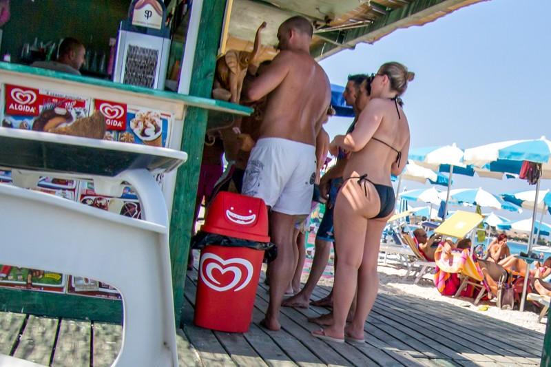 beach bar milf in sexy bikini