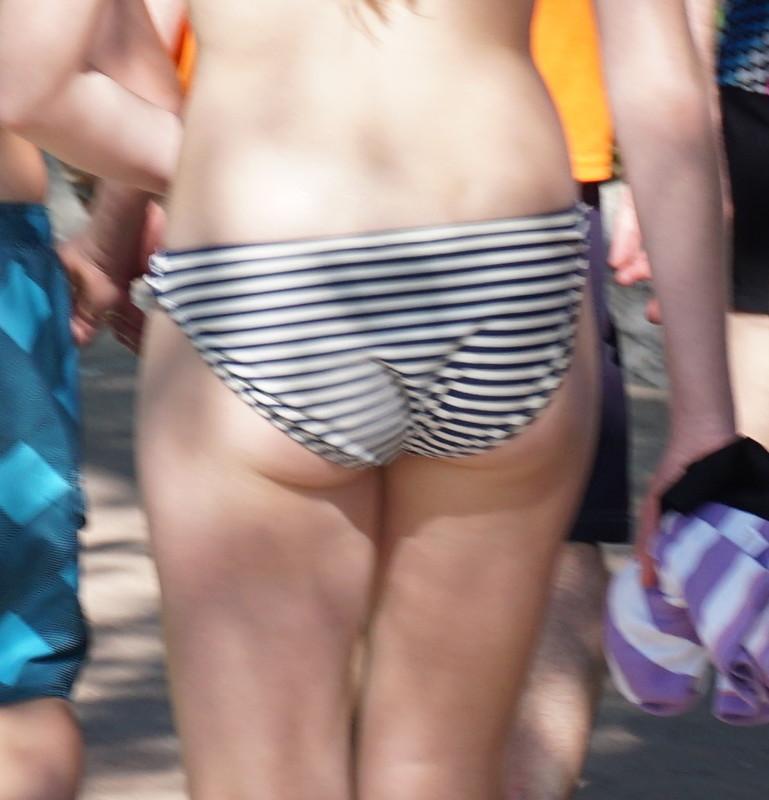 sweet waterpark booty in striped bikini