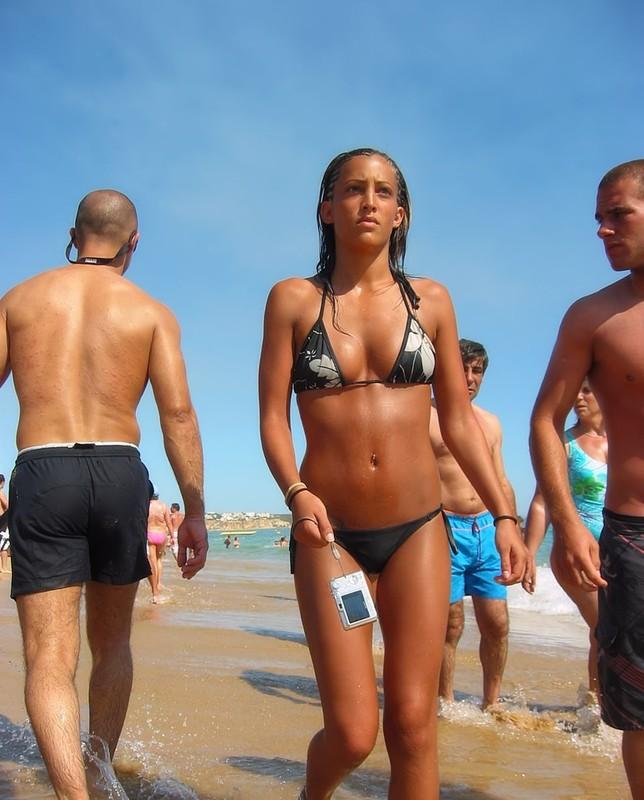 latina babe in candid bikini