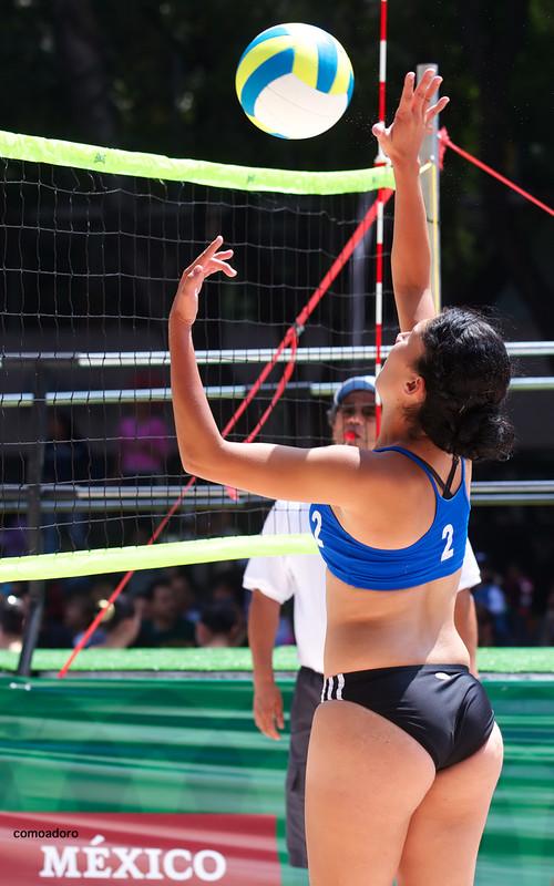 volleyball babe in sexy bikini