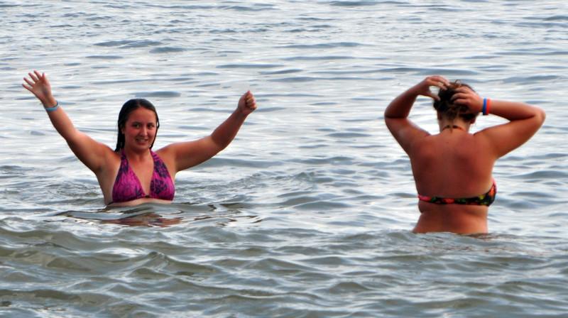 wet curves in wet bikinis