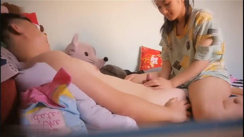 【極品高端洩密】超像關曉彤的女友的閨蜜爬上了我的床 黑絲美腿忍不住連操了兩炮 完美露臉 高清1080P原版