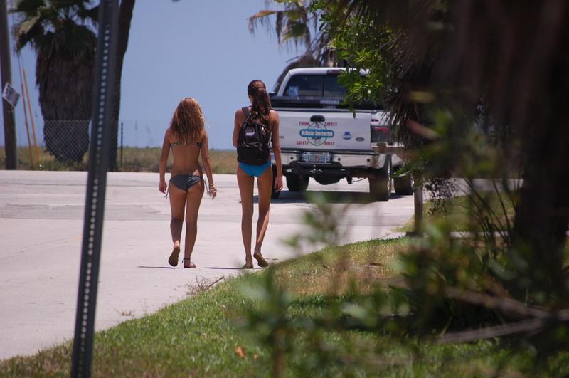 2 lesbian bikini teens walking to the beach