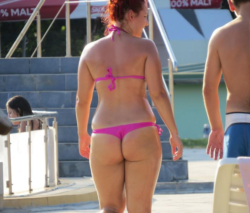 curvy milf in pink bikini
