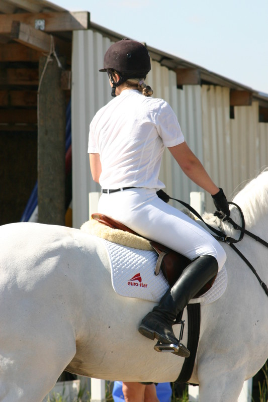 riding contest girls in sexy jodhpurs & boots
