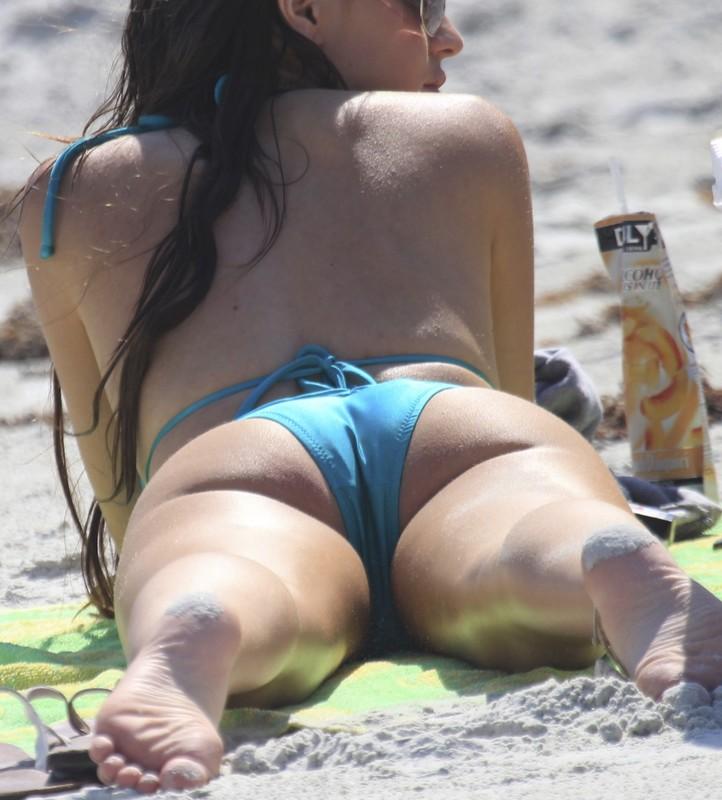 sexy babe in blue bikini