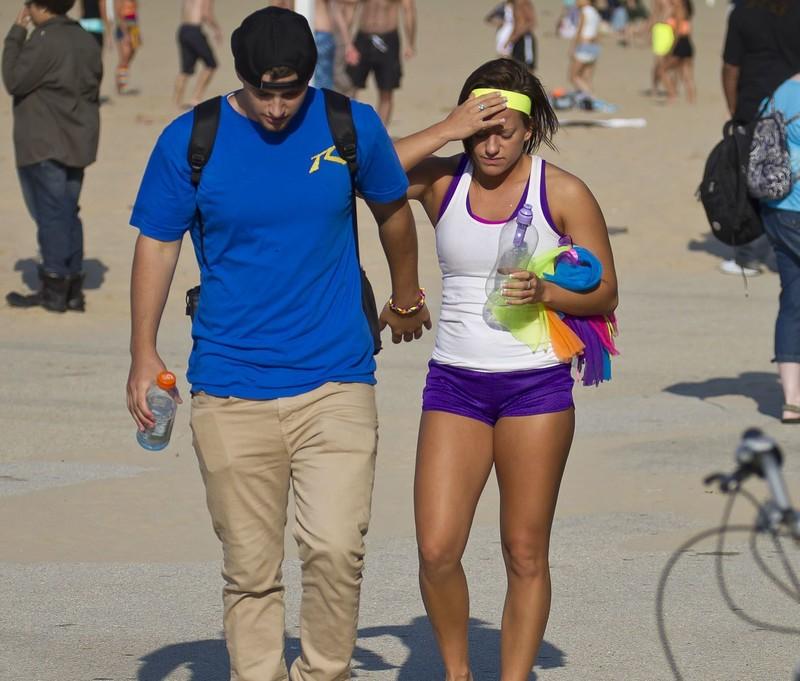 beach volleyball hottie in purple shorts