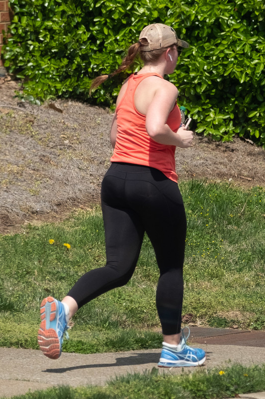 jogger babe in sexy black yogapants