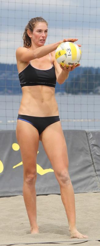 beach volleyball hottie in black bikini