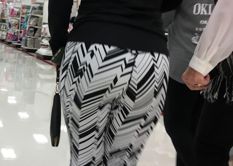 breathtaking bubble butt in candid leggings