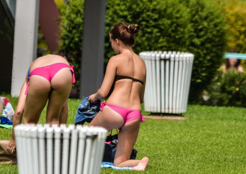 local park girls in bikinis