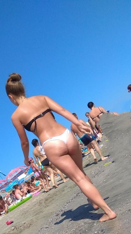 seductive babe in bikini
