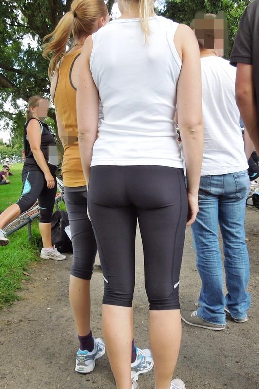 lovely marathon hottie in black capri yoga pants