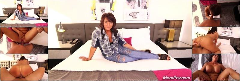 Claresa - Horny MILF exploring sexuality (HD)