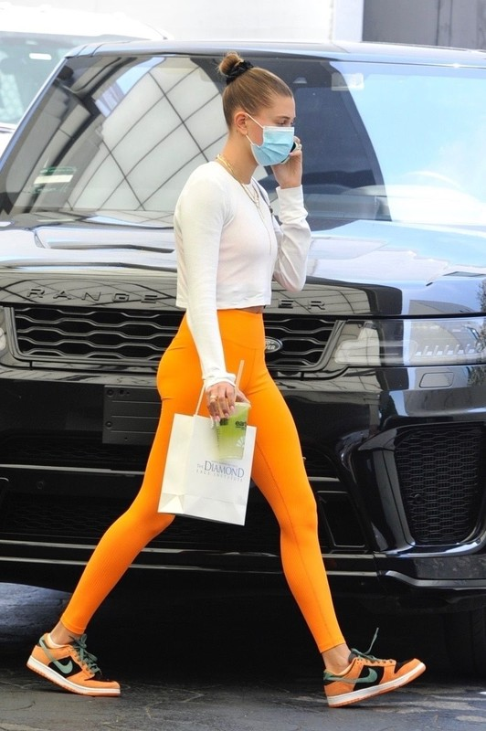 skinny chick Hailey Baldwin Bieber in orange leggings