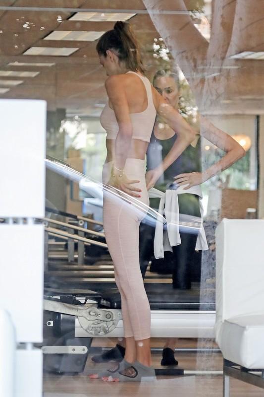 brazilian milf Alessandra Ambrosio fitness voyeur album