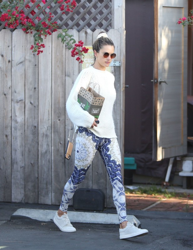 hot milf Alessandra Ambrosio in workout yogapants