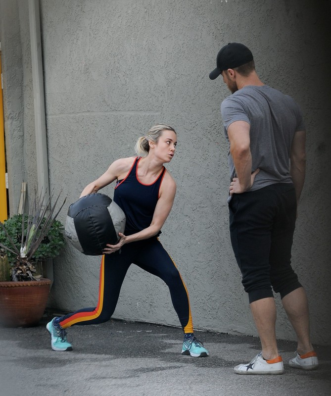milf actress Brie Larson in sexy workout uniform