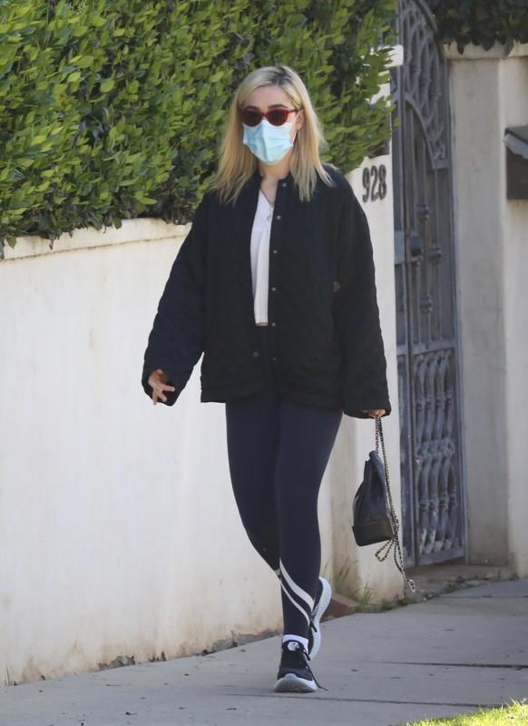blonde hottie Kiernan Shipka in sexy blue workout leggings