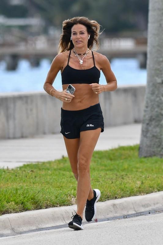 milf jogger Kelly Bensimon in awesome nike gym shorts