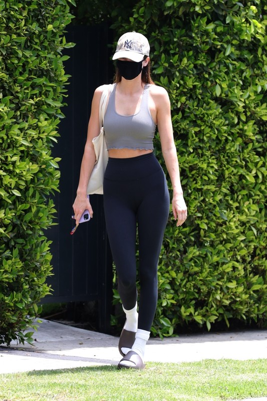 hot model Kendall Jenner in sexy pilates outfit