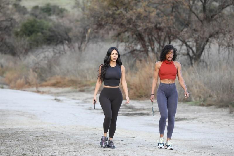 stunning babe Kim Kardashian in sexy black leggings
