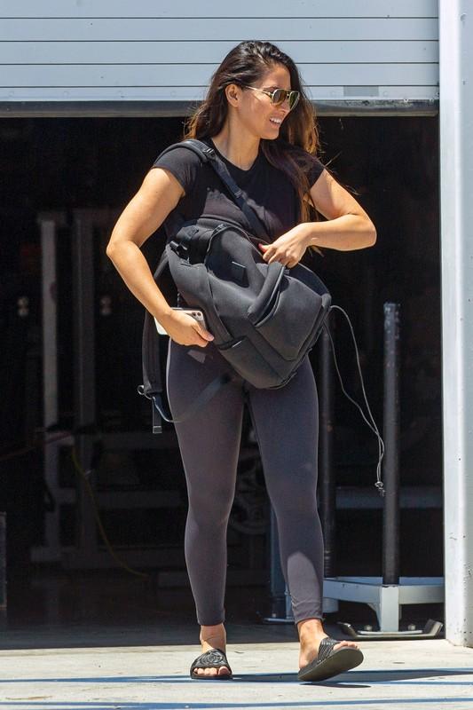 sporty babe Olivia Munn in black lululemon leggings