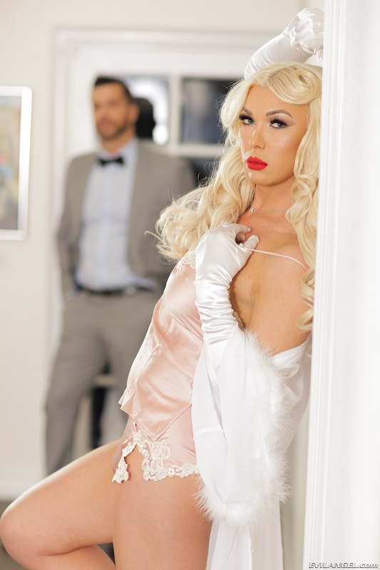 I Am Aubrey – Hollywood Glam – Aubrey Kate & Ramon Nomar (17 September 2021)