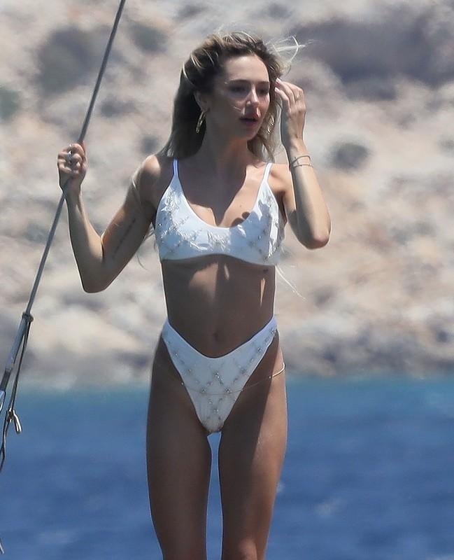 hot babe Delilah Belle Hamlin in white bikini