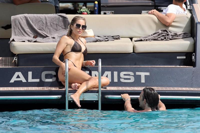 handsome babe Sylvie Meis in wet bikini