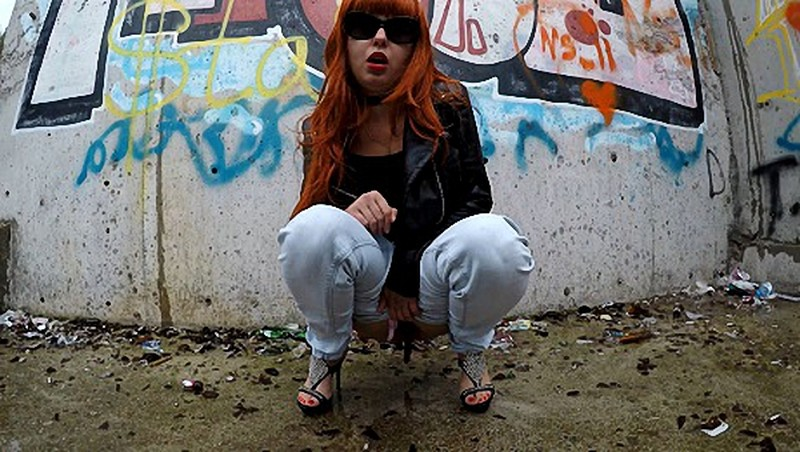 Janet - Pooping in Public Place with Graffitii - Watch XXX Online [UltraHD/4K 2160P]