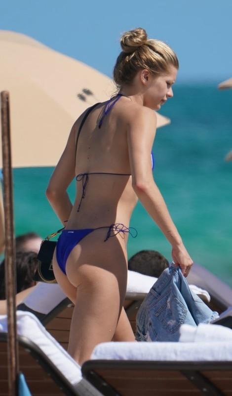 charming model babe Josie Canseco in sexy blue bikini