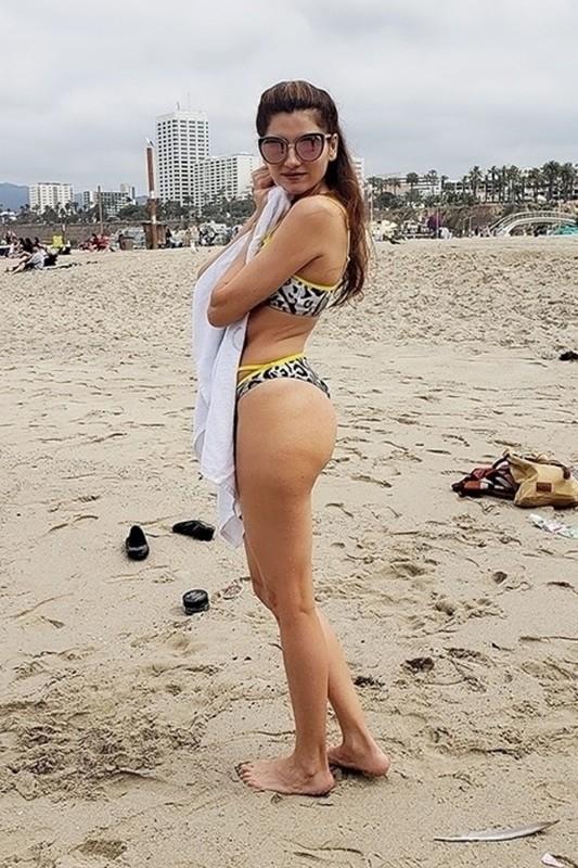 beach hottie Blanca Blanco in dirty bikini