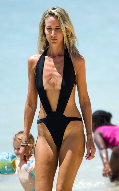 sporty milf Victoria Hervey in black swimsuit